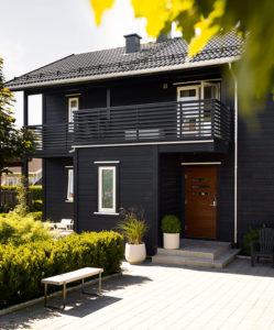 Dempet svart husfarge - inspirasjon